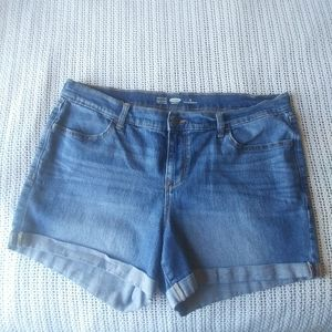 Old Navy MW Semi Fitted Cuff Jean Shorts Size 16